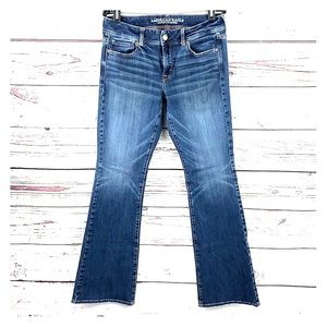 AMERICAN EAGLE   Kick Boot Style Mid-Rise Jeans